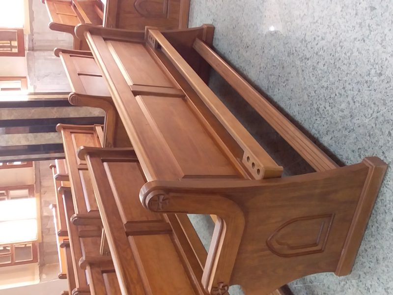 مقاعد كنائس