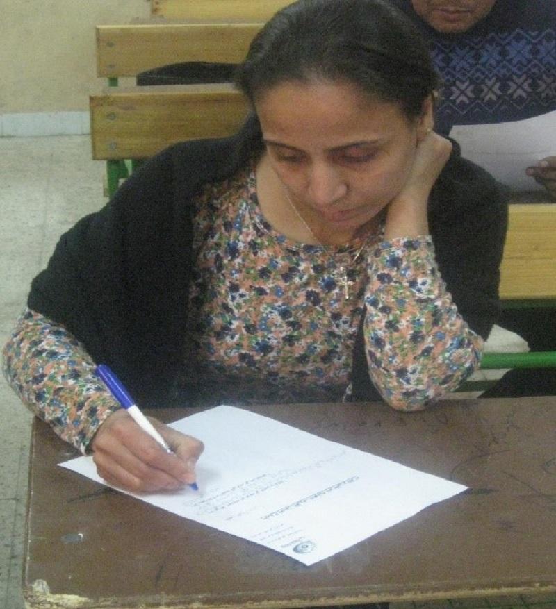 أمل .. تتحدى ظروفها الفقيرة وتحارب من أجل حقوق الأطفال